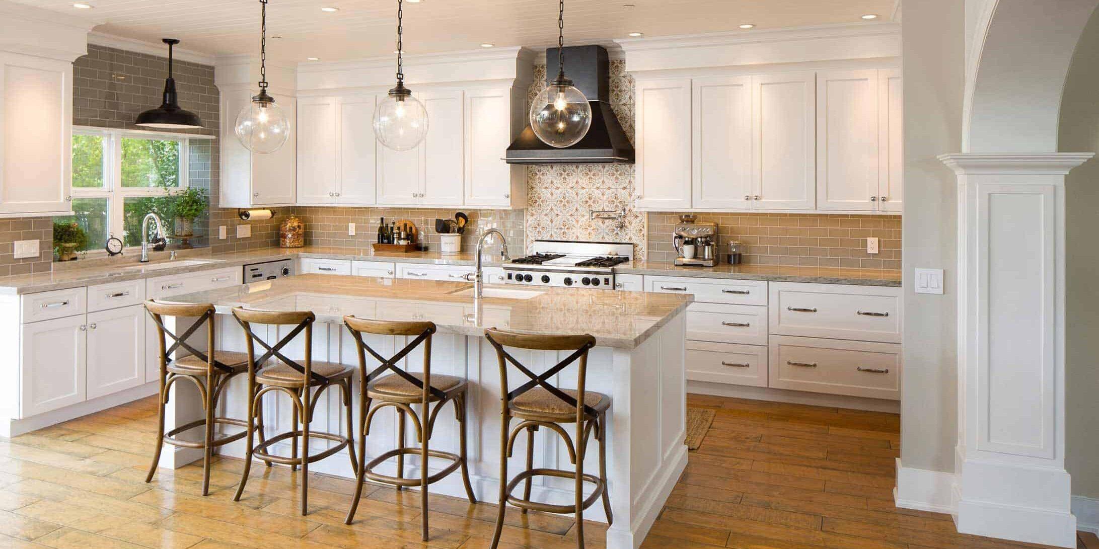 designer-kitchen-in-artic-white-plato-cabinets-cupboards
